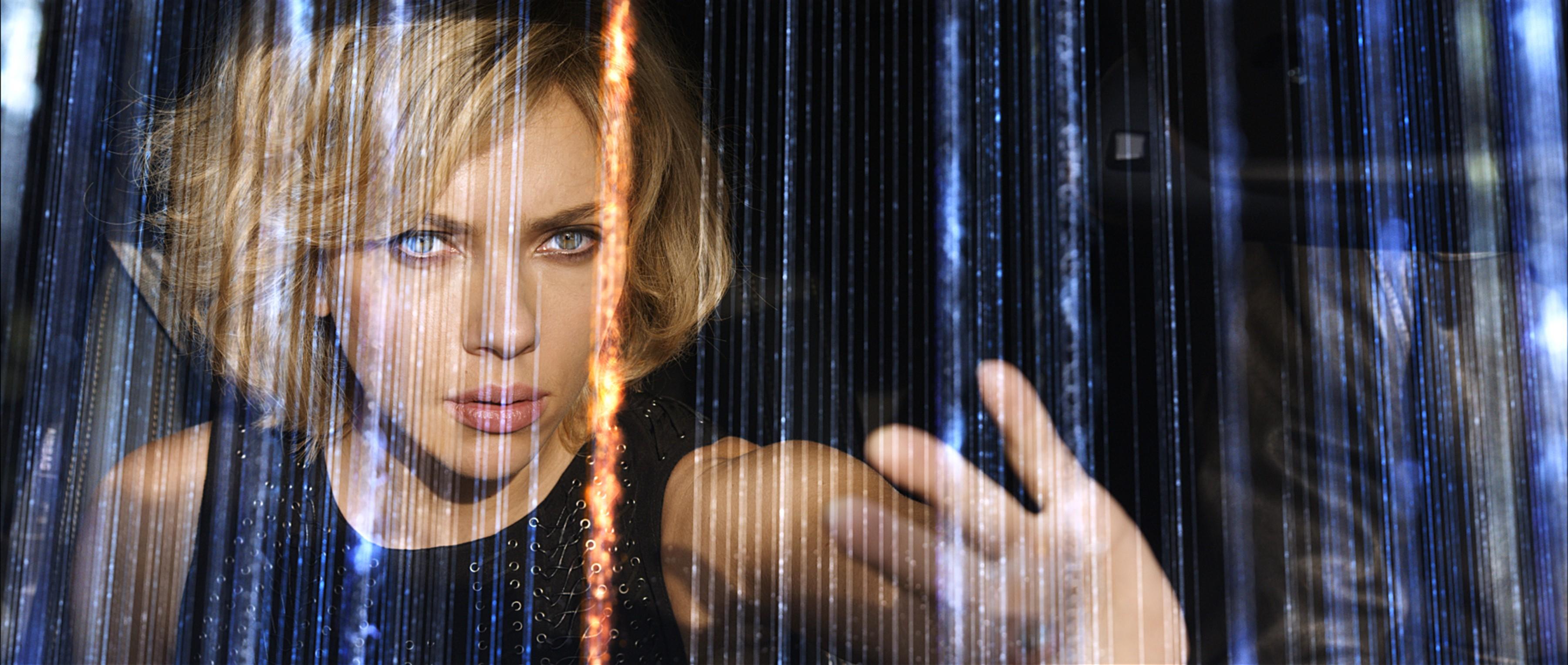 LUCY LUC BESSON - Scarlett johansson - Morgan freeman - dans la peau d'une blogueuse - cinéma