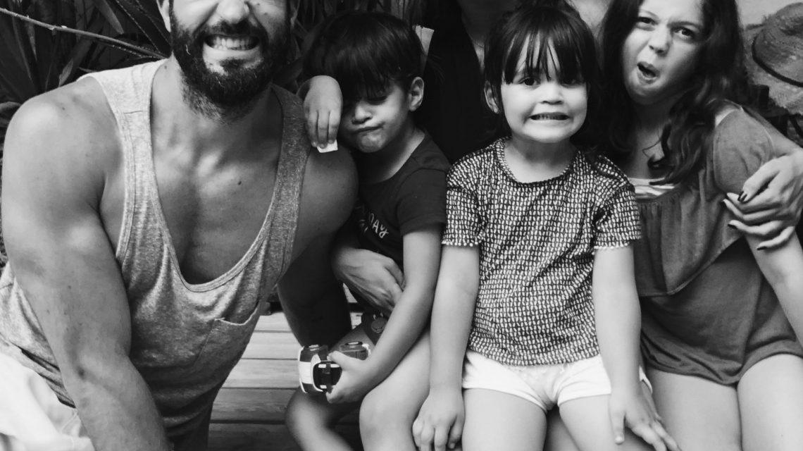 Yaelle entourée de sa merveilleuse famille