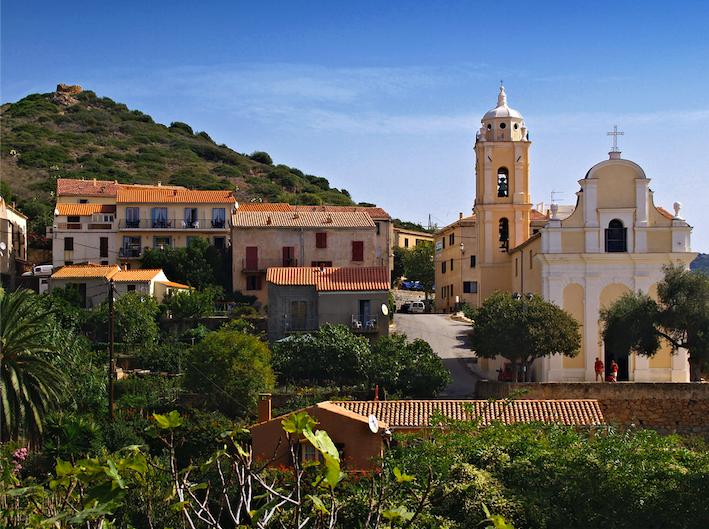 Eglise latine du village de Cargese en Corse.